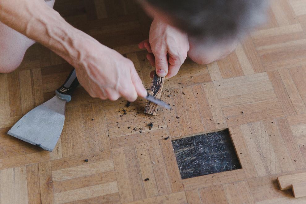 Removing bitumen from old oak parquet floor tiles